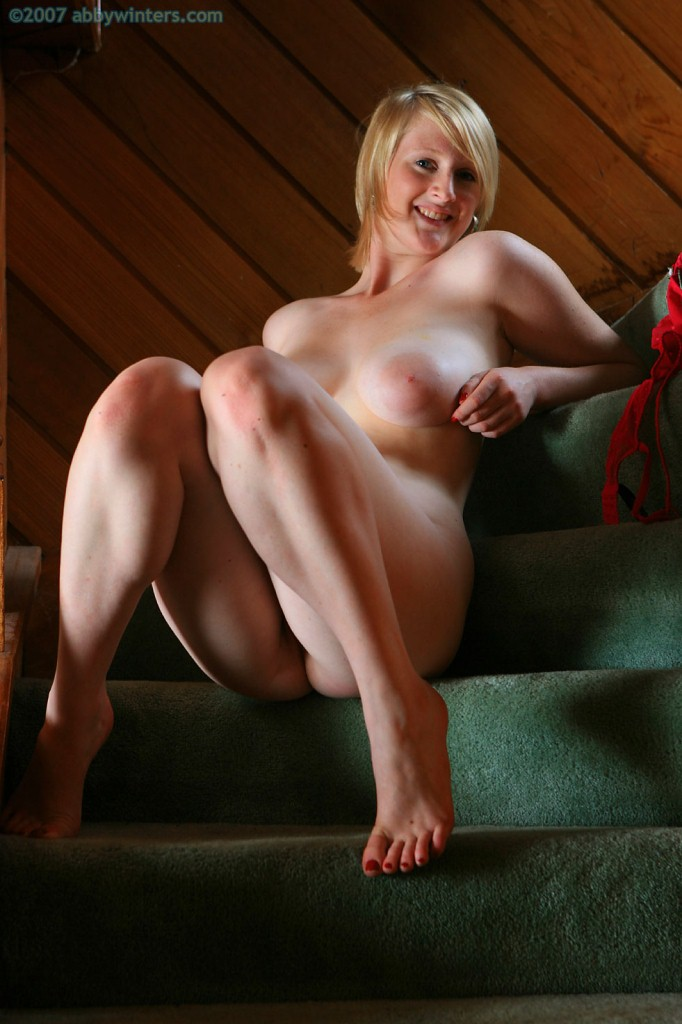 Blonde carolyne big pink tits shave pink pussy masturbates